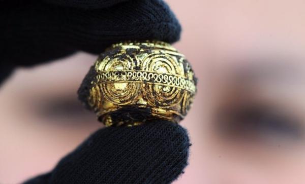Археологи откопали кельтскую гробницу из золота и янтаря