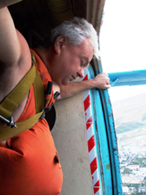 Подъем по «змеиной тропе» и прыжок с парашюта не глядя