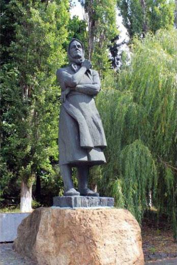Памятник Евдокии Лысенко