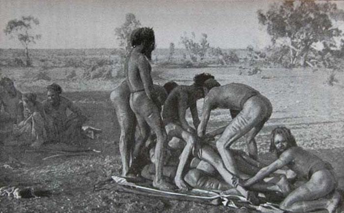 Обряды инициации у диких племен